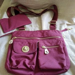 New burgundy baggallini crossbody bag